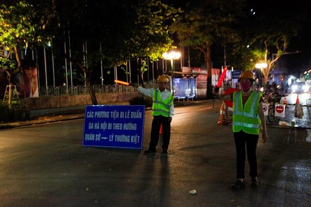 Hà Nội: Rào chắn đường Trần Hưng Đạo để thi công ga tàu điện ngầm - 8