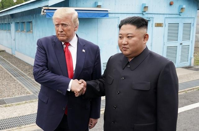 Tổng thống Trump tiếp tục khen ngợi ông Kim Jong-un sau cuộc gặp lịch sử - 1