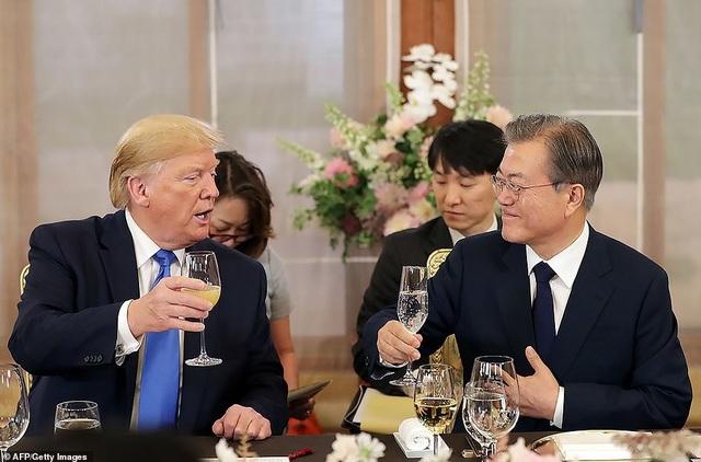 Ái nữ nhà Trump phấn khích khi gặp nhóm nhạc thần tượng Hàn Quốc - 8