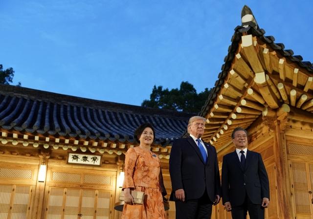 Ái nữ nhà Trump phấn khích khi gặp nhóm nhạc thần tượng Hàn Quốc - 1