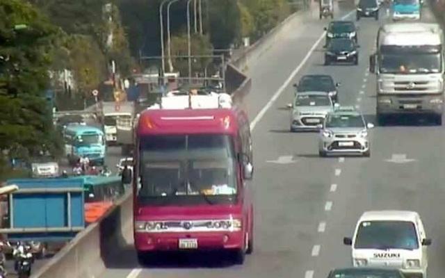 Hà Nội: Xe khách biển Lào đi lùi 2km ở đường vành đai 3 trên cao - 1