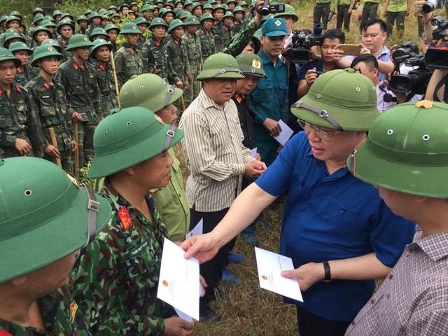 Vì sao không huy động trực thăng dập đám cháy rừng kinh hoàng tại Hà Tĩnh? - 6