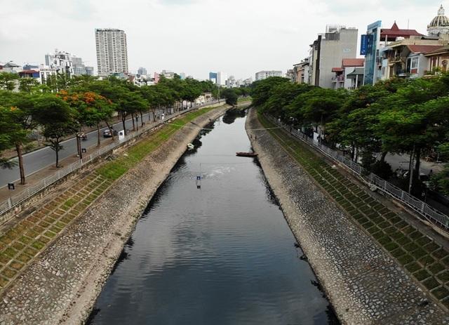 Hà Nội: Máy làm sạch sông Tô Lịch được đưa lên bờ bảo dưỡng - 2