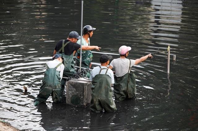 Hà Nội: Máy làm sạch sông Tô Lịch được đưa lên bờ bảo dưỡng - 5
