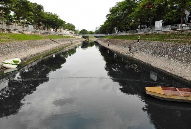 Hà Nội: Máy làm sạch sông Tô Lịch được đưa lên bờ bảo dưỡng - 9