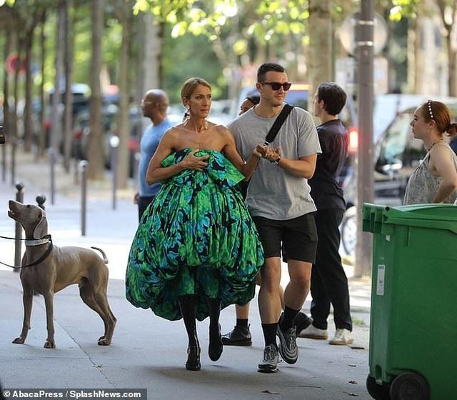 Celine Dion thay loạt trang phục sành điệu chụp hình thời trang trên phố - 5
