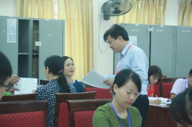 """Hà Nội: Bắt đầu chấm lượng bài thi """"khủng"""" - 1"""