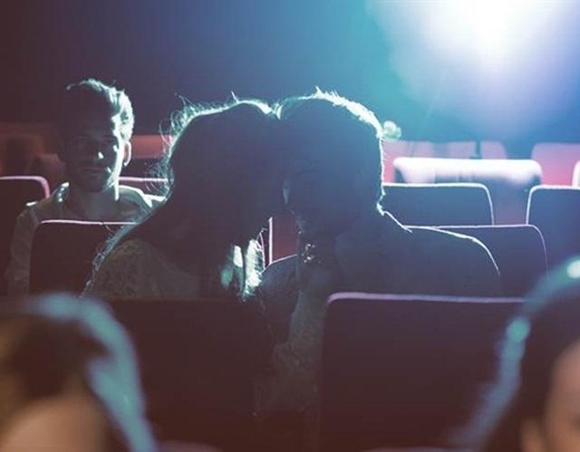 Đi xem phim nhặt được bạn trai, cô gái khiến triệu người ghen tị - 1