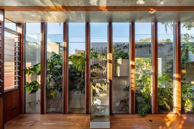 Ngôi nhà nghìn ô cửa sổ nổi danh trên các mặt báo - 10