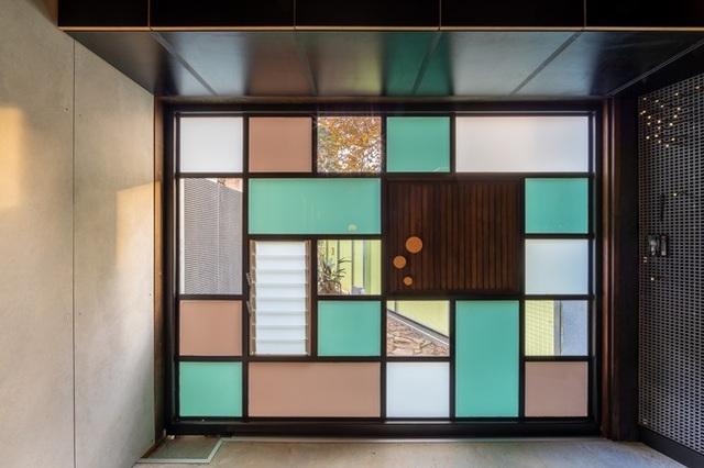 Ngôi nhà nghìn ô cửa sổ nổi danh trên các mặt báo - 8
