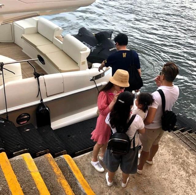 Quách Phú Thành đưa vợ trẻ đi chơi sau khi sinh con gái thứ hai - 12