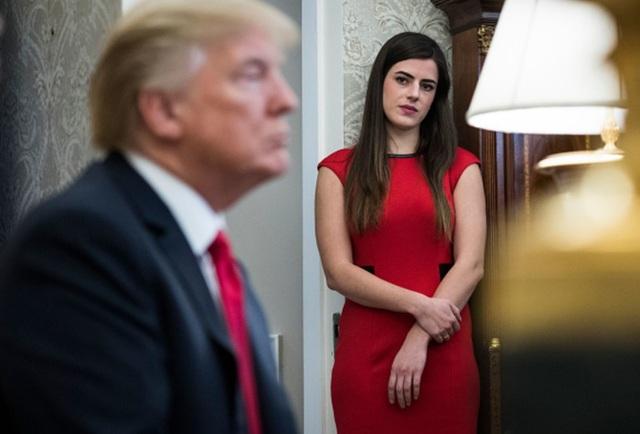 Trợ lý xinh đẹp của tổng thống Mỹ kiếm được bao nhiêu tiền mỗi năm? - 1