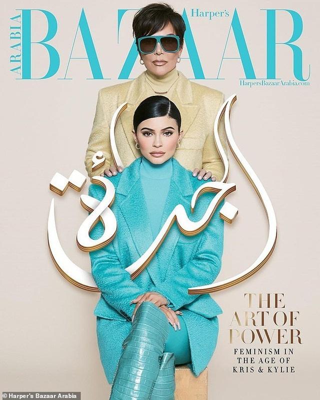 Kylie Jenner chụp hình thời trang cùng mẹ và con gái nhỏ - 3