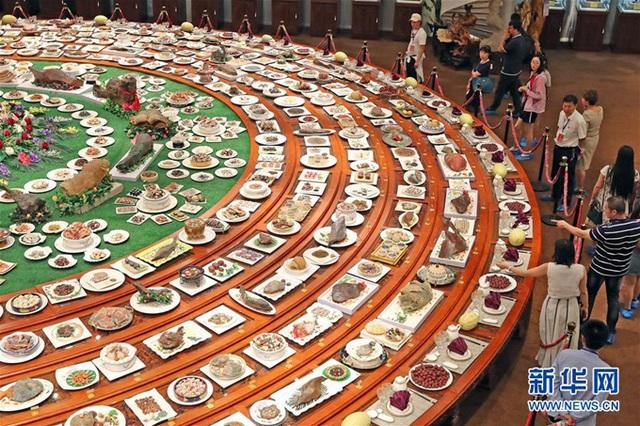 Chiêm ngưỡng bàn tiệc gồm 1088 món, trị giá 2310 tỷ đồng - 2