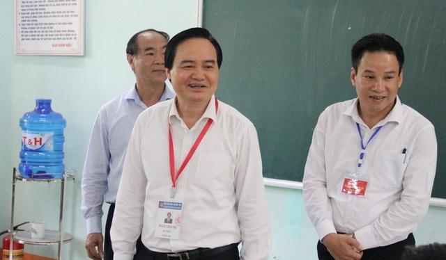Bộ trưởng Phùng Xuân Nhạ kiểm tra công tác chấm thi tại Hà Giang - 2