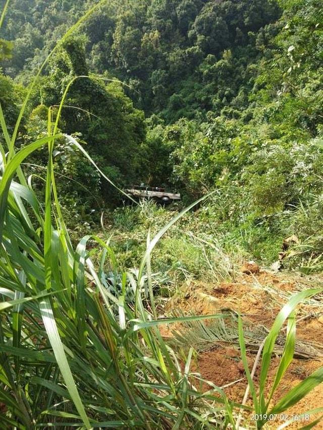Vụ xe khách rơi xuống vực: 7 ê kíp tham gia cứu nạn, thêm một nạn nhân tử vong - 2