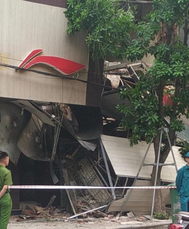 Hà Nội: Sập nhà trên phố Hàng Bông - 2
