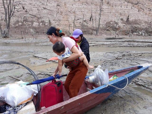 Hồ thủy điện lớn bậc nhất Bắc Miền Trung cạn trơ đáy, hoang tàn như vùng đất chết - 6