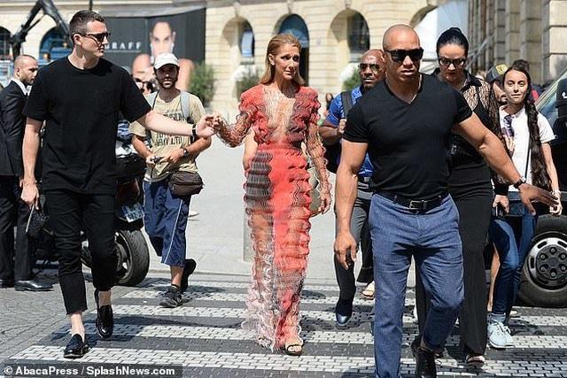 Celine Dion nổi bật tại tuần lễ thời trang Paris - 8