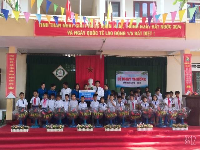 """Fubon Life Việt Nam tiếp tục hành trình """"Chắp cánh ước mơ tuổi thơ"""" - 1"""