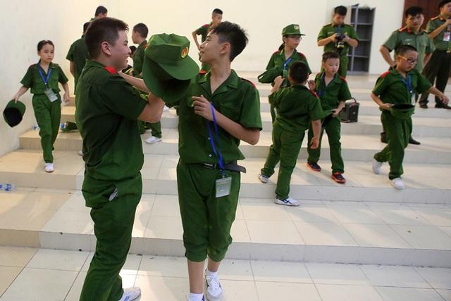 Công an Hà Nội dạy trẻ em ứng phó tình huống bắt cóc, xâm hại - 12
