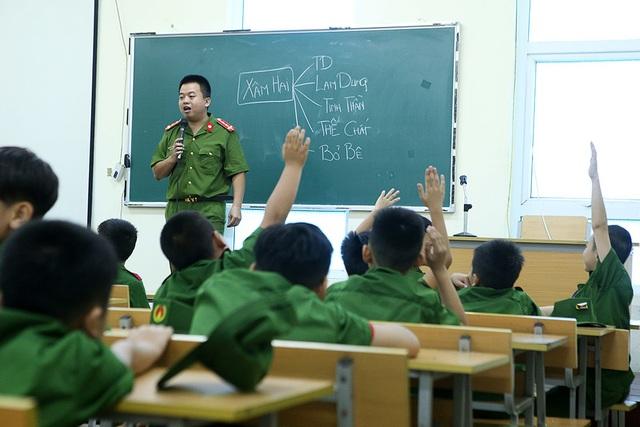 Công an Hà Nội dạy trẻ em ứng phó tình huống bắt cóc, xâm hại - 2