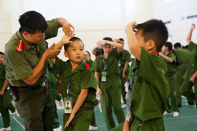 Công an Hà Nội dạy trẻ em ứng phó tình huống bắt cóc, xâm hại - 6