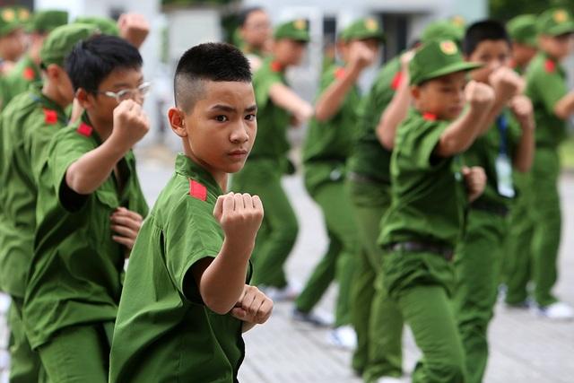 Công an Hà Nội dạy trẻ em ứng phó tình huống bắt cóc, xâm hại - 8