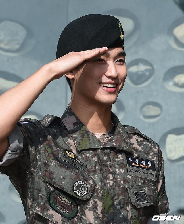 """Tài tử """"Vì sao đưa anh đến"""" Kim Soo Hyun hé lộ kế hoạch sau xuất ngũ - 11"""