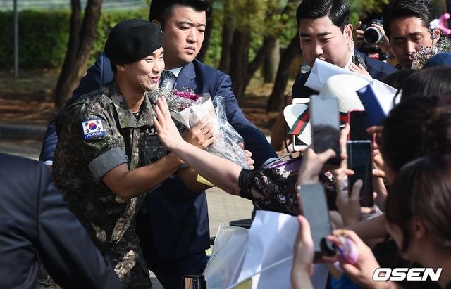 """Tài tử """"Vì sao đưa anh đến"""" Kim Soo Hyun hé lộ kế hoạch sau xuất ngũ - 16"""