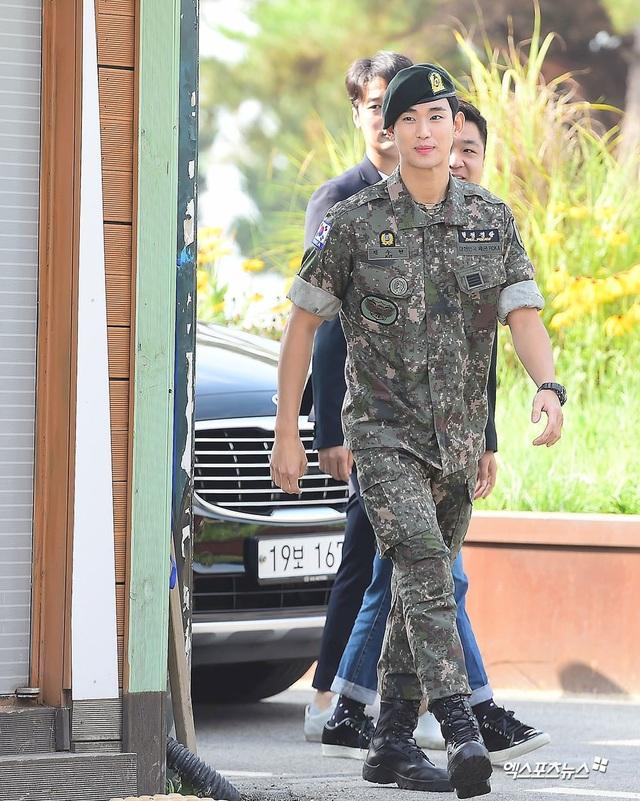 """Tài tử """"Vì sao đưa anh đến"""" Kim Soo Hyun hé lộ kế hoạch sau xuất ngũ - 5"""