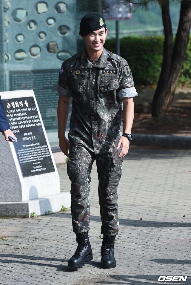 """Tài tử """"Vì sao đưa anh đến"""" Kim Soo Hyun hé lộ kế hoạch sau xuất ngũ - 7"""