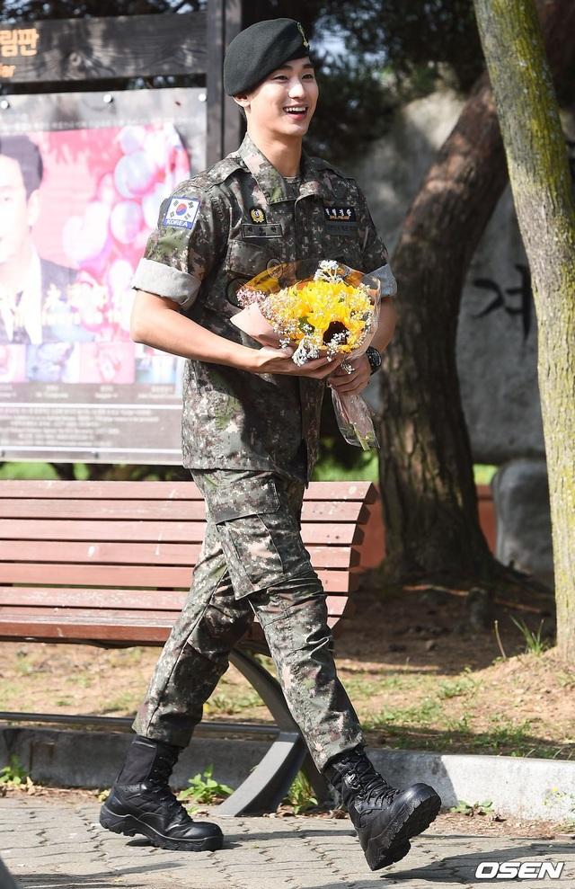 """Tài tử """"Vì sao đưa anh đến"""" Kim Soo Hyun hé lộ kế hoạch sau xuất ngũ - 8"""