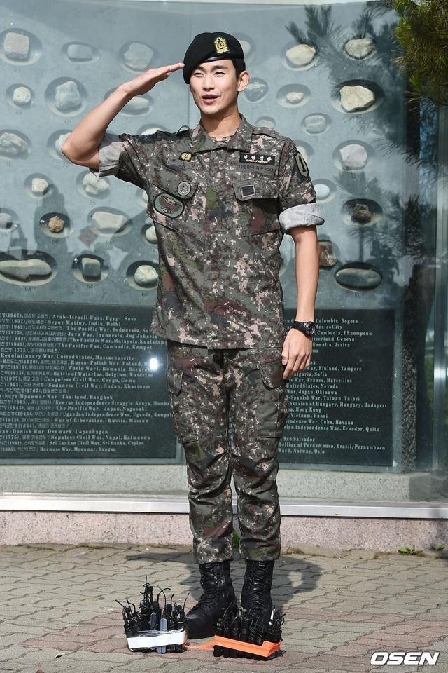 """Tài tử """"Vì sao đưa anh đến"""" Kim Soo Hyun hé lộ kế hoạch sau xuất ngũ - 6"""