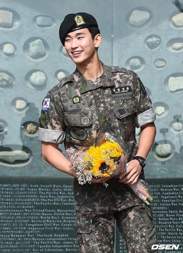 """Tài tử """"Vì sao đưa anh đến"""" Kim Soo Hyun hé lộ kế hoạch sau xuất ngũ - 10"""