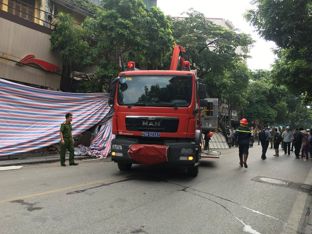 Hà Nội: Sập nhà trên phố Hàng Bông - 1
