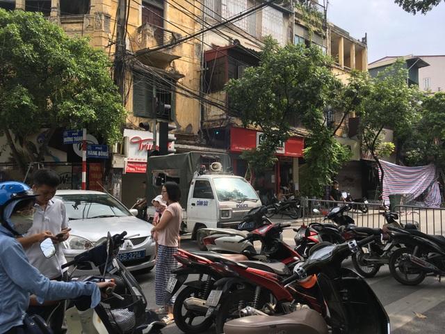 Hà Nội: Sập nhà trên phố Hàng Bông - 6