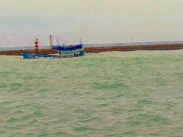 Khẩn trương giải cứu tàu chứa 71 tấn dầu bị chìm, nguy cơ tràn dầu ra biển - 1
