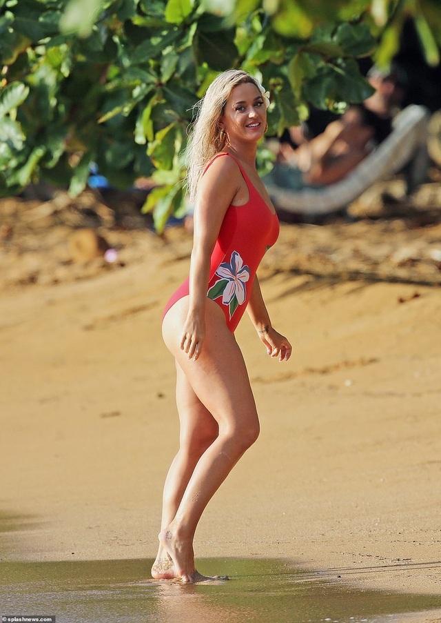 Katy Perry trẻ đẹp khi diện áo tắm đỏ rực - 8