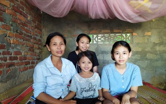 Người đàn bà goá cùng 4 con thơ trong căn nhà rách nát với ký ức kinh hoàng! - 10