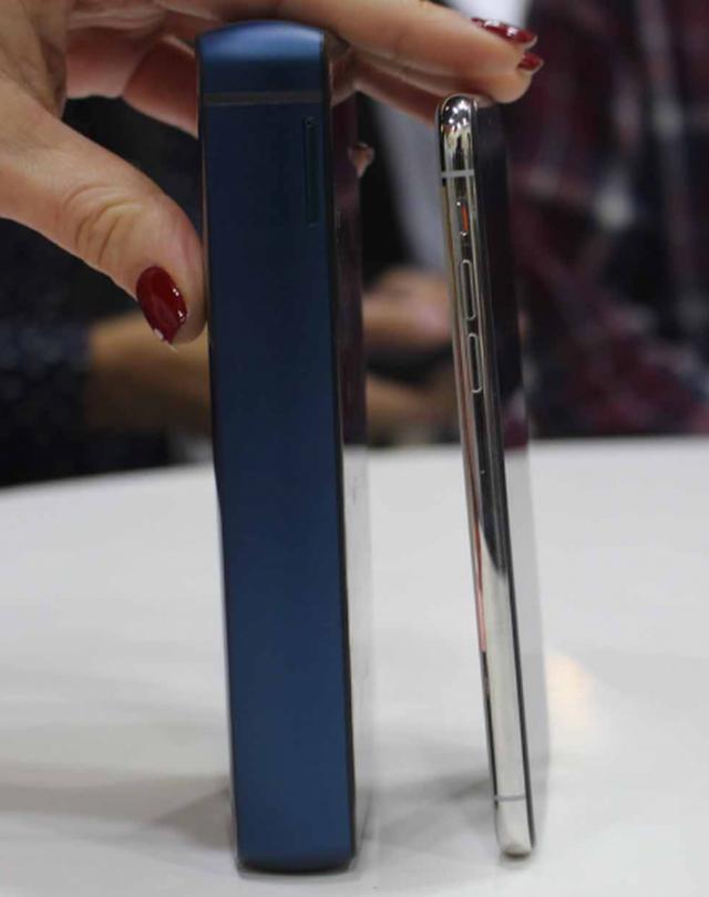 6 smartphone độc đáo, lạ đời nhất nửa đầu 2019 - 9