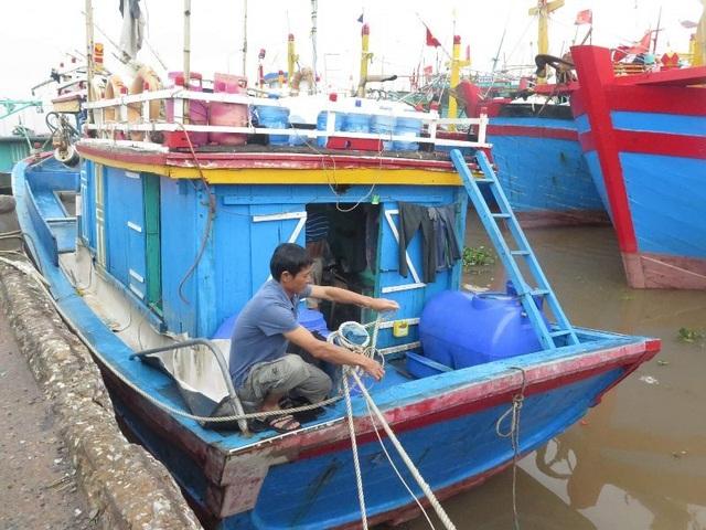 Hải Phòng mưa lớn, biển động; Quảng Ninh giải cứu 8 ngư dân mắc kẹt - 6