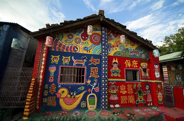 Cụ ông 96 tuổi biến ngôi làng bị phá huỷ thành điểm du lịch nổi tiếng - 5
