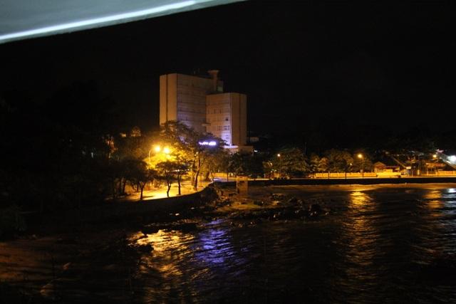 Hải Phòng mưa lớn, biển động; Quảng Ninh giải cứu 8 ngư dân mắc kẹt - 1