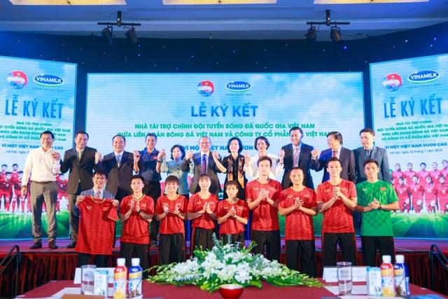 Vinamilk tài trợ chính cho các Đội tuyển Bóng đá Quốc gia  vì một Việt Nam vươn cao - 3
