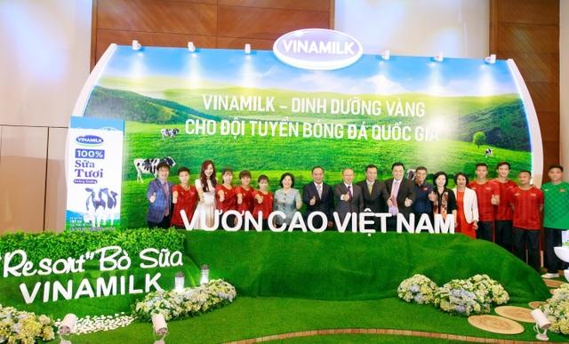 Vinamilk tài trợ chính cho các Đội tuyển Bóng đá Quốc gia  vì một Việt Nam vươn cao - 4