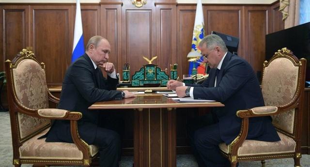 """Ông Putin nói hai """"Anh hùng Nga"""" thiệt mạng trong vụ cháy tàu lặn hải quân - 1"""