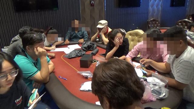 """Bắt nhóm """"đại gia"""" người nước ngoài nghi tổ chức đánh bạc - 3"""