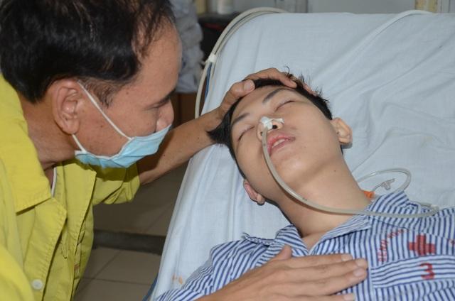 Xót xa cảnh người cha y sĩ quân đội kêu cứu cho con trai bị bệnh lao màng não - 1