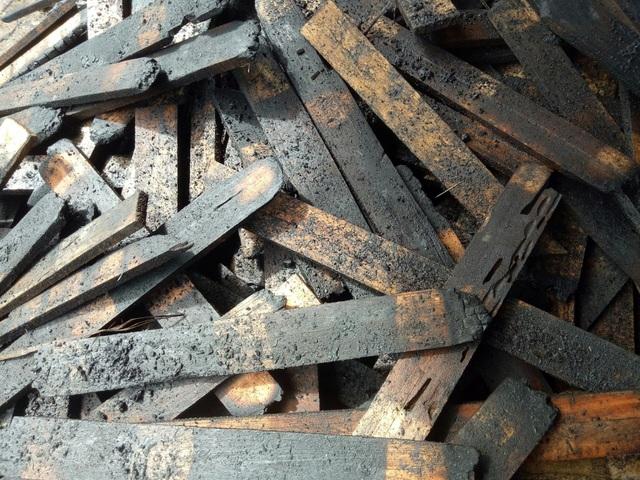 Lò sấy gỗ cháy lớn sau trận mưa đêm - 5